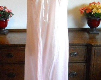 Vintage Tosca Pink Nightgown ~  1960's Glamorous  Long Nightgown ~ Pink Nightgown ~ Lacy Pink Nightgown ~ Pink Gown ~ Feminine ~ Romantic