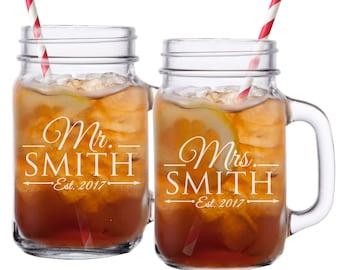 Mr and Mrs Mason Jar Glasses, Personalized Mason Jars, Mr and Mrs Gifts, Etched Mason Jar, Gifts for Couples, Engraved Mason Jar, Set of 2