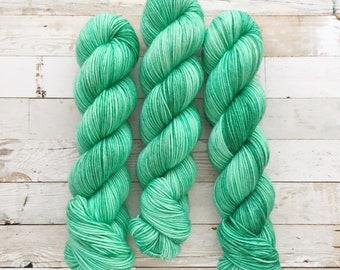 spearminty | tomo DK | hand dyed yarn | green mint tonal semi-solid | 100% SW Merino
