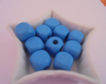 10 blue wood beads 14 mm cube