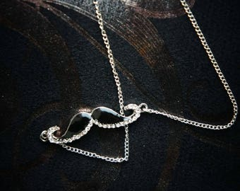 Rhinestone - Moustach lacquered glamour necklace!