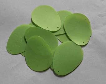 25 pcs  sequins.....Egg shaped/parrot green  color /KBOS710