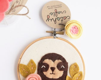 Sloth Wall Art. Embroidery Hoop Art. Kids Room Decor. Baby Sloth and Felt Flowers. Sloth Fiber Art. Felt Applique. 3D Art. Baby Shower Gift