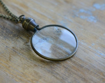 Small Monocle Necklace, Vintage Style, Functional WORKING Magnifying Glass w/ Matching Antique Bronze Chain (BA085)