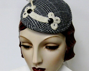 Frog and Feather Houndstooth Fascinator