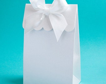 Scalloped White Wedding Favor Boxes with Bow (Pack of 25)