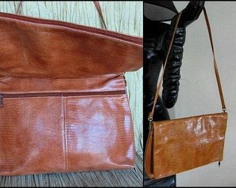 LIZARD Clutch to Crossbody / 80s lizard pattern leather Shoulder Bag / Vintage Lizard Envelope Clutch / Oversized Tan Lizard Bag