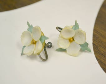 1950s Shell Flower Screw Back Earrings