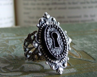 Secret - Keyhole Silver Neo Victorian Steampunk Cocktail ring