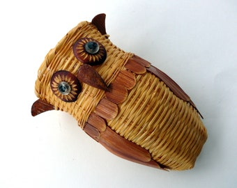 Vintage Wicker Owl Wall Pocket Small Hanging Owl Wall Decor Woven Owl Basket Owl Decor