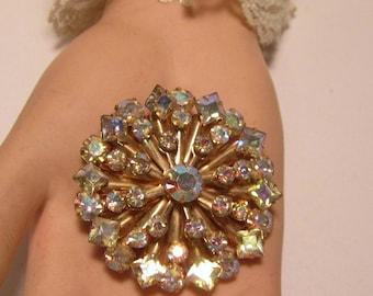 Aurora Borealis Vintage Round Brooch Pin.            (#645)
