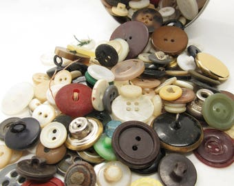 Vintage Buttons in Tin Big Assortment, Mother of Pearl, Wood, Plastic, Bone