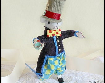 Textile Art Doll, Faux Taxidermy Felt Mouse, Felt Mice, Soft Doll, Sculpture Doll, Tenniel, Alice in Wonderland, Mad Hatter, Hatter
