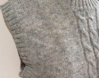Vintage heathered grey shetland wool cabled vest, retro preppy greyish ivory ribbed pullover sweater vest, never worn light grey wool vest M