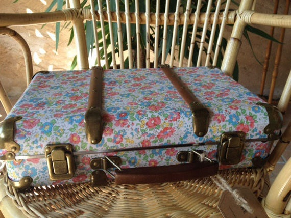VINTAGE floral - Sass and Belle suitcase