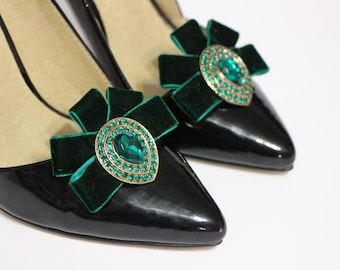 ON SALE - 29 instead of 32 -Shoes clips - Emerald velvet ribbon and teardrop