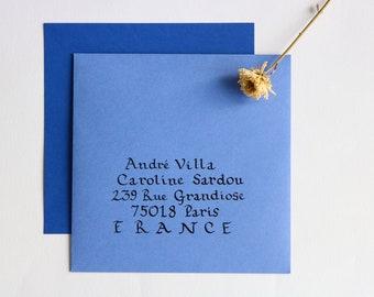Envelope calligraphed by hand. Wedding, birthday, event. Carolina style