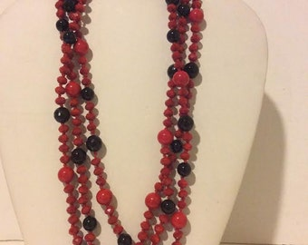 Red and black layered beaded agate necklace