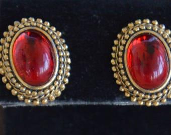 Garnet Red, Gold tone Oval Pierced Earrings, Vintage (TB235)