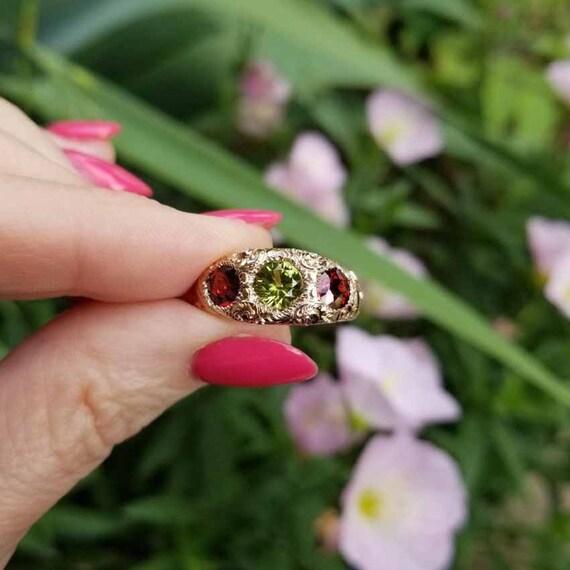 Antique Edwardian 10k gold heavily chased garnet and peridot three stone ring, size 7