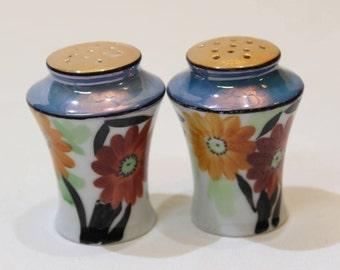 Japanese Floral Lusterware Salt & Pepper Shakers, Gerber Daisy