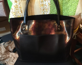 Leather tote in black & gold