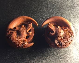 Hand Carved Wolf Tunnels Plugs | Sawo Wood | 6mm-25mm | 1 Pair |