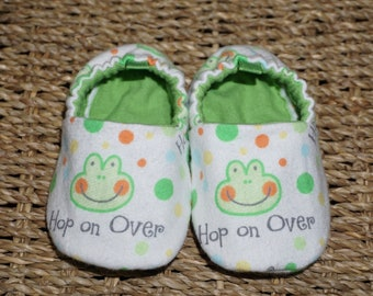 Frog Baby Shoes, Crib Shoes, Soft Sole Baby Shoes, Baby Bootie, Baby Moccs, Baby Moccasins, Baby Booties, Baby Shower Gift, Baby Boy Shoes