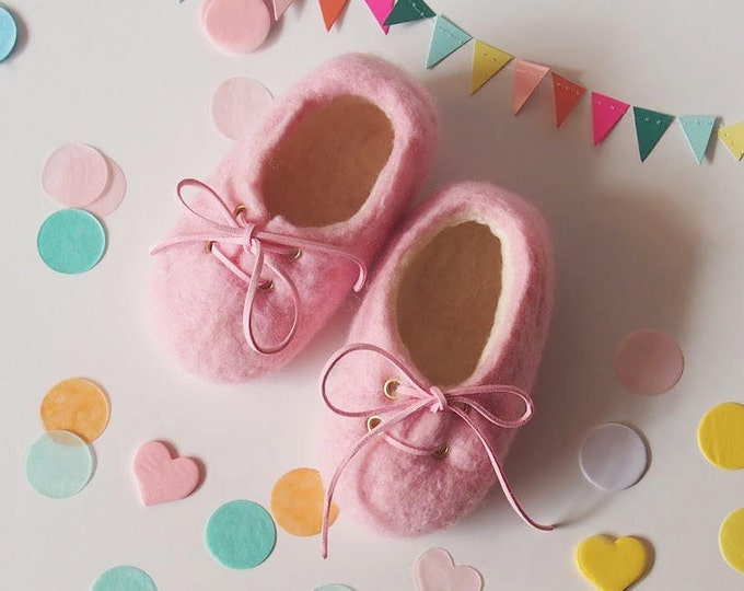 Shoes baby, merino wool booties, pink, girl afeltrados shoes, handmade shoes, shoes made in Spain