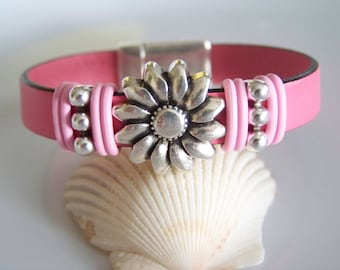 Pink Leather Daisy Focal Bracelet - Item R5870