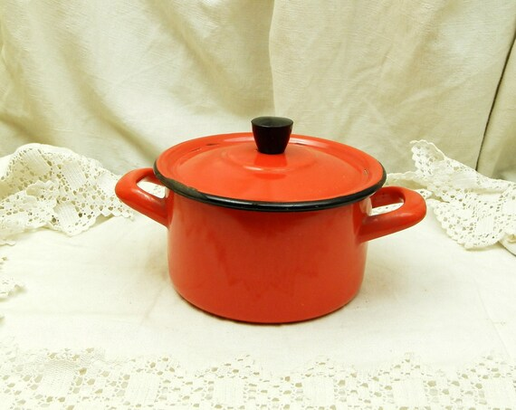Small Vintage Bright Red Enamelware Pan / Cooking Pot and Lid / Kitchenalia / Kitchenware / French Country Decor / Home Decor / Casserole