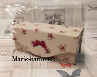 "Lined sewing box travel sewing box N 30 ""Burgundy roses""."
