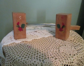 1950s Salt And Pepper Shakers Long Handle / BBQ Wood Salt Pepper Shakers Roosters