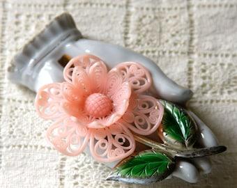vintage 1940s brooch <> 1940s plastic and metal flower brooch <> 1940s flower pin <> 40s pink plastic flower pin with metal stem and leaves