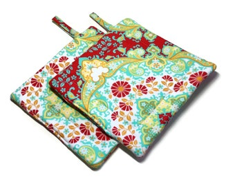 Handmade  Quilted  Pot holders Set of 2 Heather Bailey Red White Yellow Green