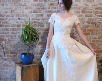 ON SALE Silk Wedding Gown - Lace Bodice - Champagne - Off White - Cream - Short Sleeves - XS - Train - Bustle -