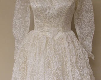 Alfred Angelo Edythe Vincent vintage wedding dress, floral lace tulle, layers stiff tulle, white/ivory, ivory liner/cap style lacecap veil