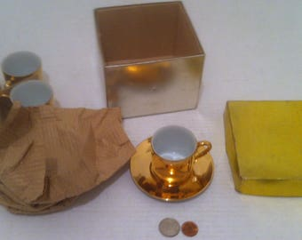 """Vintage Set of 4 Cups and 4 Saucers, Made in Japan, Gold Fancy Cups, 2"""" x 2"""" Cup Size, 5"""" Saucers (e)"""