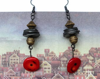 Pagoda (handmade earrings from recycled bicycle inner tube and beads)