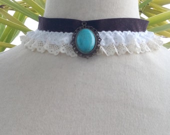Choker with lace and pendant
