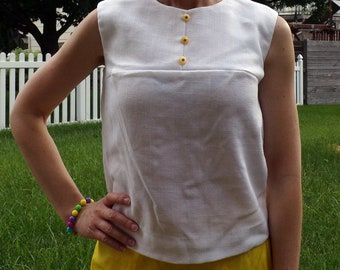 WHITE SLEEVELESS 1960's SHELL with yellow buttons 60's S M