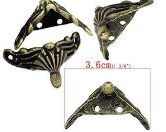 Foot brass tone model B 3.6 cm finish shell shaped box. Set 4 Pieces.
