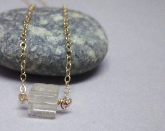 Quartz rutile peu rock collier rempli d'or jaune 14K