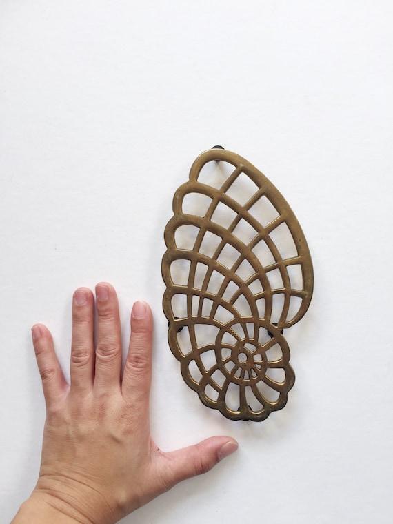 mid century modern brass seashell shell trivet / hollywood regency