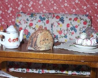 Dollhouse Dollhouse tea cosy, 1/12 scale