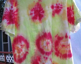 """Tiedye """" Circles"""" T-shirt...size LG (42/44)...57...reds and greens"""