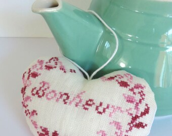 heart door hanging, cross stitch, shabby, pink and white Hand made.