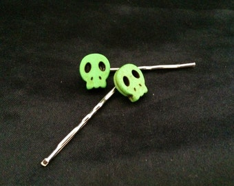 Set Of 2 Green Stone Skull Bobby Pins