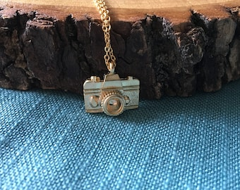 Camera Pendant Necklace; Camera charm necklace, gift for her, adventure necklace, memory necklace