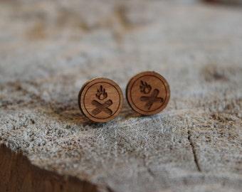 mignonnes puces en bois feu de camp // cute studs earrings wood firecamp (bo-1068)